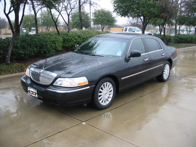 4 Passenger Luxury Town Car Sedan